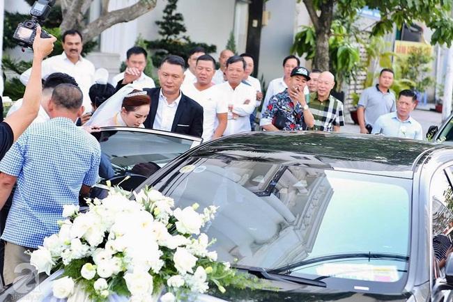 Toàn cảnh lễ rước dâu trong đám cưới Bảo Thy và bạn trai doanh nhân: Cô dâu đã về tới nhà chú rể, an ninh được thắt chặt cả buổi - Ảnh 13.
