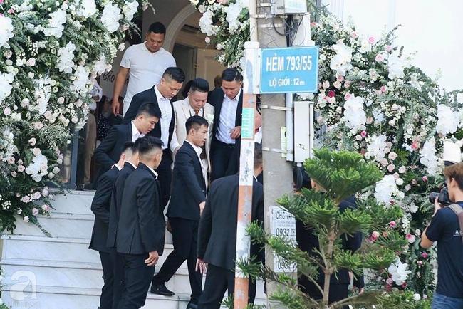 Toàn cảnh lễ rước dâu trong đám cưới Bảo Thy và bạn trai doanh nhân: Cô dâu đã về tới nhà chú rể, an ninh được thắt chặt cả buổi - Ảnh 15.