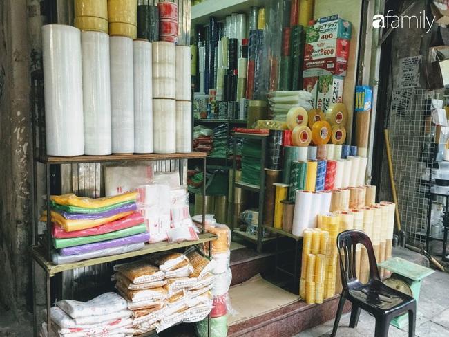 Hàng Chiếu: Phố cổ hiếm hoi còn bán mặt hàng truyền thống như đúng tên gọi, cứ mua đồ cói là nhất định phải tới đây - Ảnh 10.