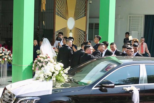 Toàn cảnh lễ rước dâu trong đám cưới Bảo Thy và bạn trai doanh nhân: Cô dâu đã về tới nhà chú rể, an ninh được thắt chặt cả buổi - Ảnh 25.