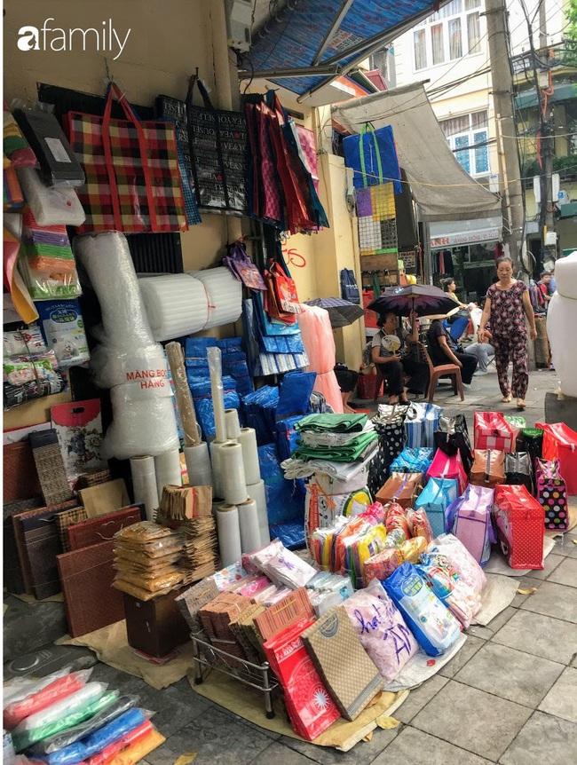 Hàng Chiếu: Phố cổ hiếm hoi còn bán mặt hàng truyền thống như đúng tên gọi, cứ mua đồ cói là nhất định phải tới đây - Ảnh 9.
