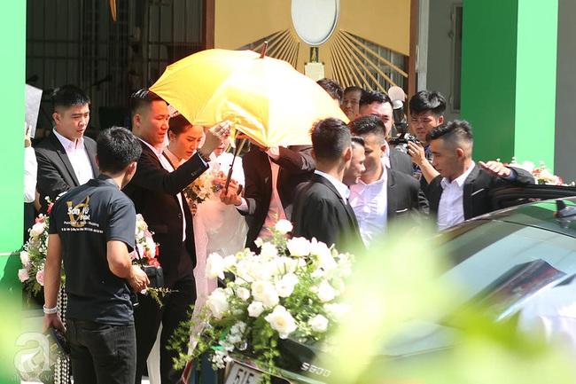 Toàn cảnh lễ rước dâu trong đám cưới Bảo Thy và bạn trai doanh nhân: Cô dâu đã về tới nhà chú rể, an ninh được thắt chặt cả buổi - Ảnh 33.