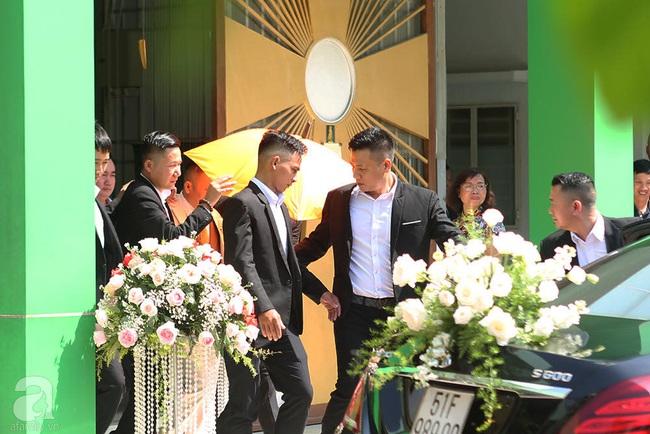 Toàn cảnh lễ rước dâu trong đám cưới Bảo Thy và bạn trai doanh nhân: Cô dâu đã về tới nhà chú rể, an ninh được thắt chặt cả buổi - Ảnh 32.