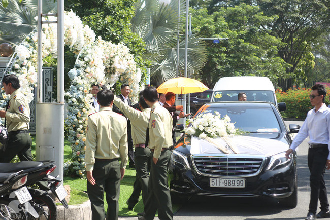 Trực tiếp lễ rước dâu trong đám cưới Bảo Thy và bạn trai doanh nhân: Cô dâu đã về tới nhà chú rể, an ninh tiếp tục được thắt chặt - Ảnh 3.