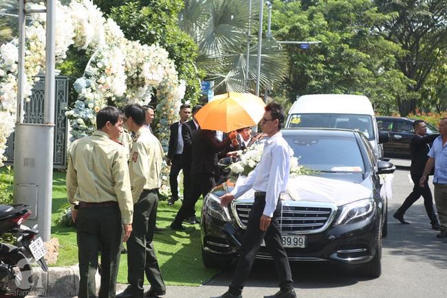 Trực tiếp lễ rước dâu trong đám cưới Bảo Thy và bạn trai doanh nhân: Cô dâu đã về tới nhà chú rể, an ninh tiếp tục được thắt chặt - Ảnh 5.