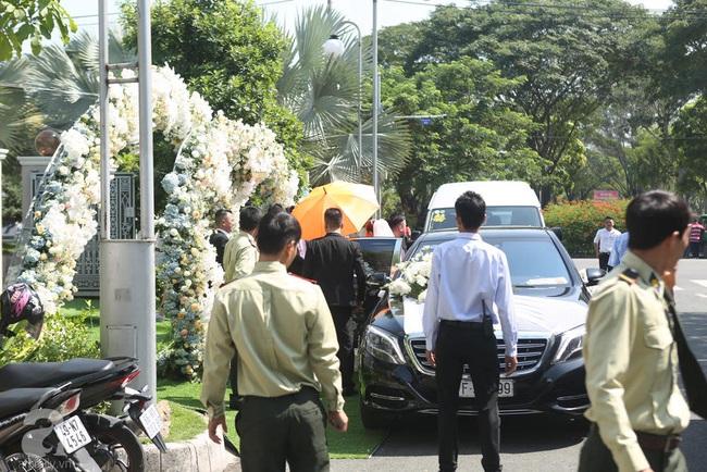 Trực tiếp lễ rước dâu trong đám cưới Bảo Thy và bạn trai doanh nhân: Cô dâu đã về tới nhà chú rể, an ninh tiếp tục được thắt chặt - Ảnh 7.