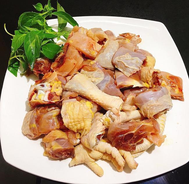Món ngon cuối tuần: Lẩu gà lá é - Ảnh 1.