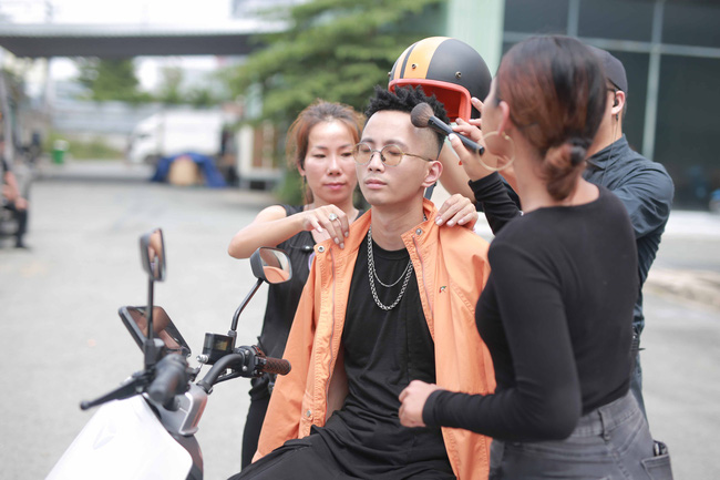 Giữa tin đồn sắp kết hôn với Tóc Tiên, Hoàng Touliver bắt tay Phương Ly làm MV mới  - Ảnh 5.