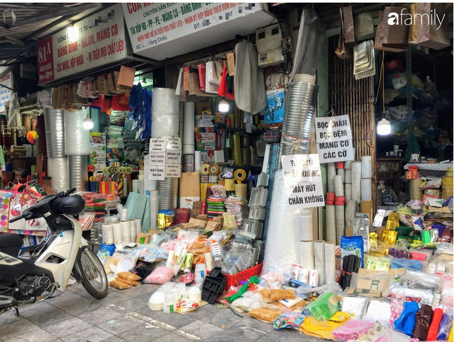 Hàng Chiếu: Phố cổ hiếm hoi còn bán mặt hàng truyền thống như đúng tên gọi, cứ mua đồ cói là nhất định phải tới đây - Ảnh 8.