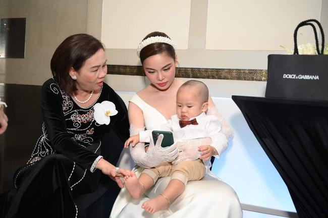 Cưới cùng thời điểm với Bảo Thy, hôn lễ của Giang Hồng Ngọc cũng hoành tráng không kém - Ảnh 4.