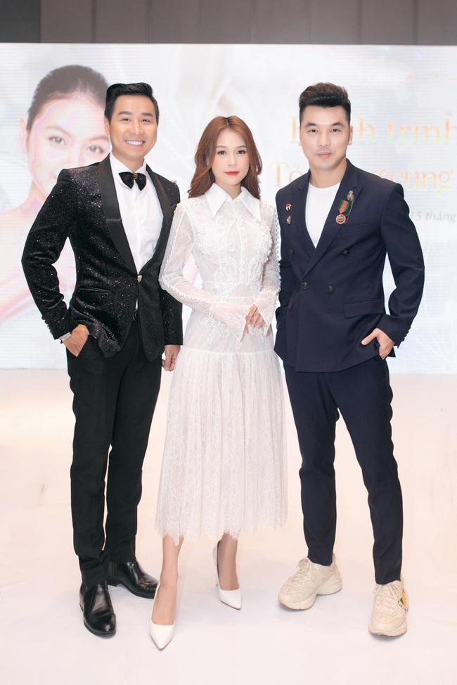 Vừa từ Hàn Quốc về, Sam diện váy trắng khoe vẻ đẹp mỏng manh bên Ưng Hoàng Phúc - Ảnh 12.
