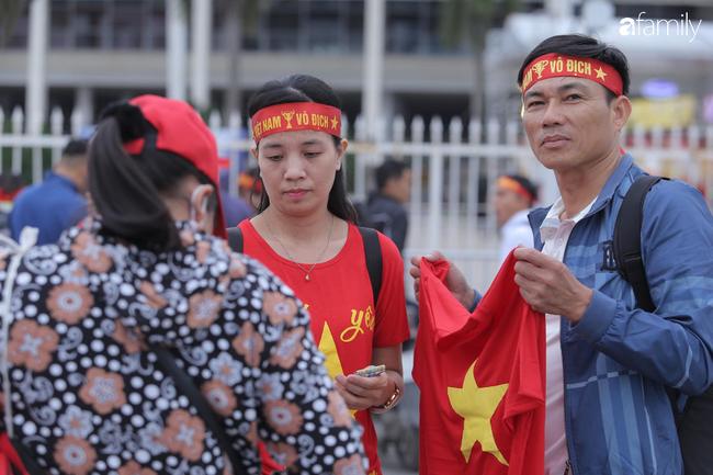 Cập nhật giá bán các sản phẩm bạn có thể mua để cổ vũ đội tuyển Việt Nam và những gợi ý tiêu dùng thông minh trước khi vào sân xem trận siêu kinh điển  - Ảnh 8.