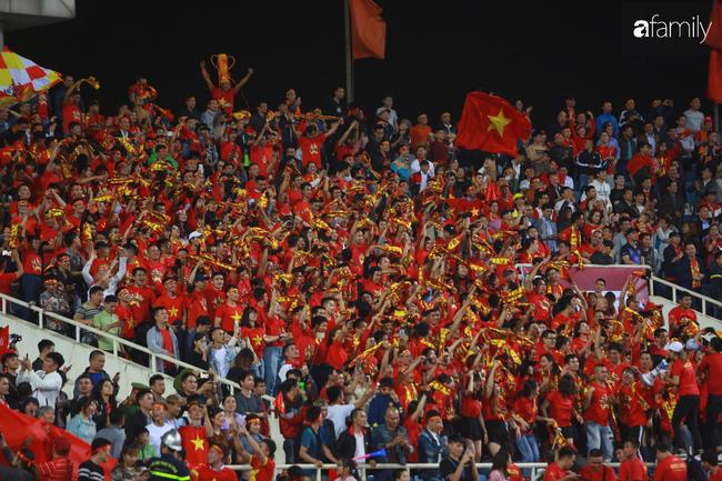 Cập nhật giá bán các sản phẩm bạn có thể mua để cổ vũ đội tuyển Việt Nam và những gợi ý tiêu dùng thông minh trước khi vào sân xem trận siêu kinh điển  - Ảnh 11.
