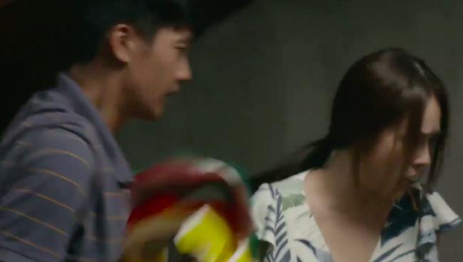 """""""Tiệm ăn dì ghẻ"""" tập 1: Quang Tuấn đi tù vì cờ bạc, vừa ra trại đã lao vào làm nhục vợ cũ - Dương Cẩm Lynh - Ảnh 9."""