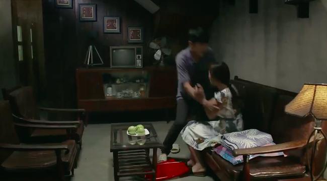 """""""Tiệm ăn dì ghẻ"""" tập 1: Quang Tuấn đi tù vì cờ bạc, vừa ra trại đã lao vào làm nhục vợ cũ - Dương Cẩm Lynh - Ảnh 10."""