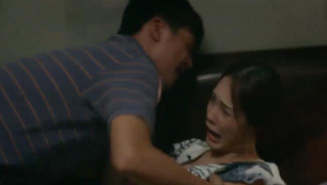 """""""Tiệm ăn dì ghẻ"""" tập 1: Quang Tuấn đi tù vì cờ bạc, vừa ra trại đã lao vào làm nhục vợ cũ - Dương Cẩm Lynh - Ảnh 12."""