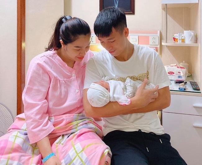 Sinh xong chưa được 1 tháng, nhan sắc Khánh Linh đã trở lại, ''lợi hại hơn xưa'' - Ảnh 4.