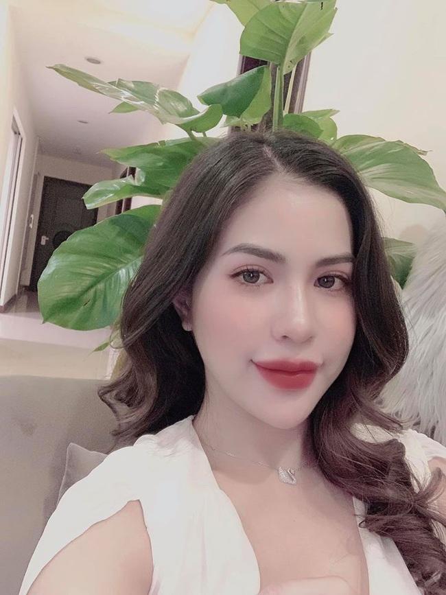 Cuối tuần của các hot mom: Vợ cũ Việt Anh khoe nhan sắc quyến rũ, mẹ 2 con Ngọc Mon lộng lẫy như bà hoàng bên chồng - Ảnh 1.