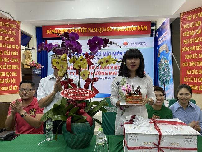 Mừng sinh nhật, Việt Trinh lai gây xúc động với hành động vô cùng ý nghĩa này - Ảnh 6.