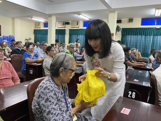 Mừng sinh nhật, Việt Trinh lai gây xúc động với hành động vô cùng ý nghĩa này - Ảnh 3.