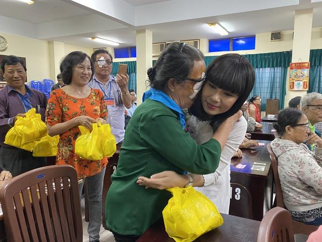 Mừng sinh nhật, Việt Trinh lai gây xúc động với hành động vô cùng ý nghĩa này - Ảnh 4.