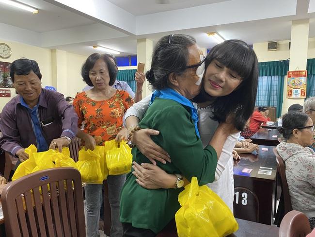 Mừng sinh nhật, Việt Trinh lai gây xúc động với hành động vô cùng ý nghĩa này - Ảnh 5.