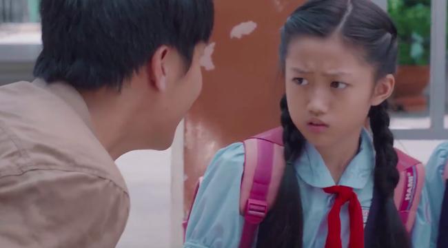 """""""Tiệm ăn dì ghẻ"""" tập 1: Dương Cẩm Lynh nuốt nước mắt lo sợ khi chồng cũ ra tù, đòi bắt cóc con gái  - Ảnh 7."""