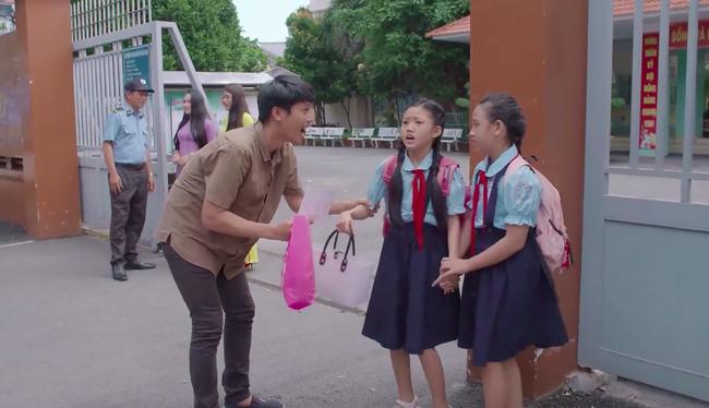 """""""Tiệm ăn dì ghẻ"""" tập 1: Dương Cẩm Lynh nuốt nước mắt lo sợ khi chồng cũ ra tù, đòi bắt cóc con gái  - Ảnh 9."""
