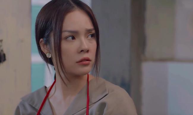 """""""Tiệm ăn dì ghẻ"""" tập 1: Dương Cẩm Lynh nuốt nước mắt lo sợ khi chồng cũ ra tù, đòi bắt cóc con gái  - Ảnh 12."""