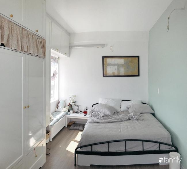 Căn hộ 60m2 vấn vương nét vẽ dịu dàng với gam màu xanh bạc hà cuốn hút của cặp vợ chồng trẻ Sài Gòn - Ảnh 15.