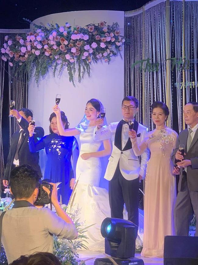 BTV thời sự trẻ nhất VTV chính thức theo chàng về dinh, địa điểm tổ chức hôn lễ của cô dâu chú rể mới gây chú ý đặc biệt - Ảnh 1.