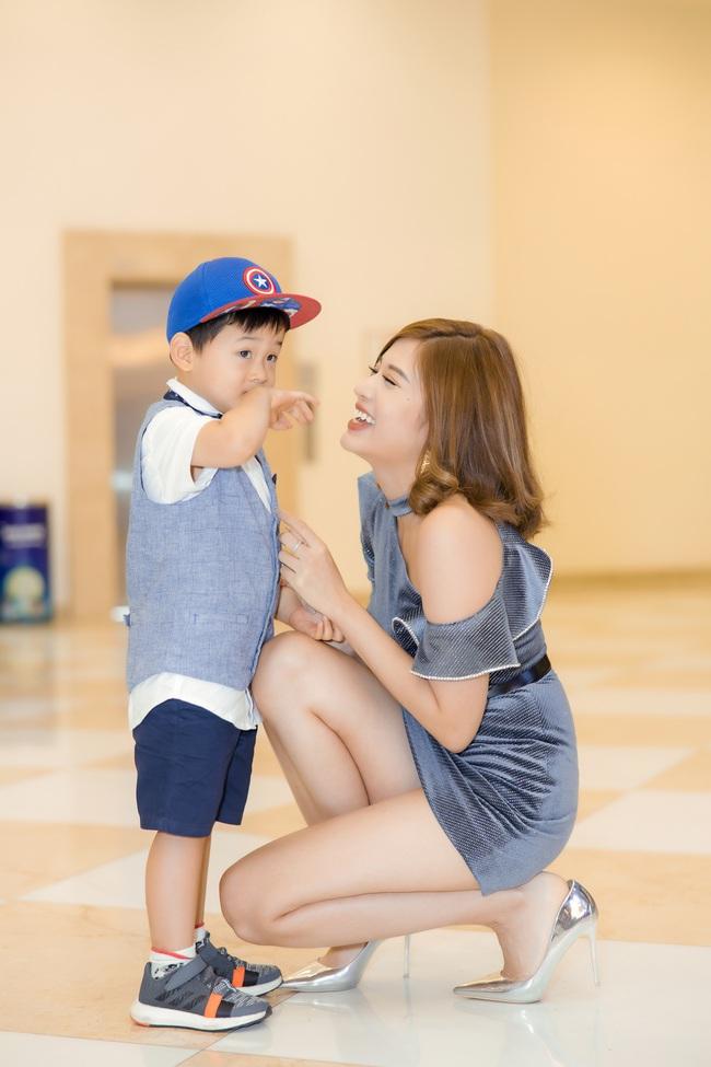Hoa hậu Phan Hoàng Thu diện váy siêu ngắn thu hút sự chú ý nhưng cậu con trai 3 tuổi mới là nhân vật được quan tâm - Ảnh 5.