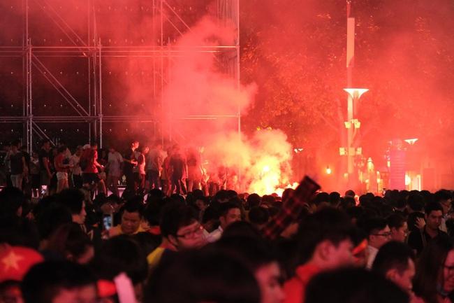 """Hết giờ, Việt Nam - Thái Lan 0 - 0, trận đấu cuối cùng của """"lão tướng"""" Anh Đức trong màu áo đội tuyển quốc gia - Ảnh 1."""