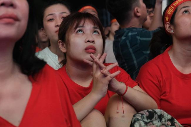 """Hết giờ, Việt Nam - Thái Lan 0 - 0, trận đấu cuối cùng của """"lão tướng"""" Anh Đức trong màu áo đội tuyển quốc gia - Ảnh 2."""