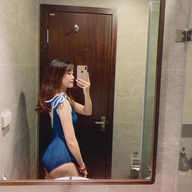 """Bạn gái cầu thủ Văn Toàn ngày càng gợi cảm, liên tục tung ảnh bikini khoe 3 vòng """"bỏng mắt"""" - Ảnh 12."""