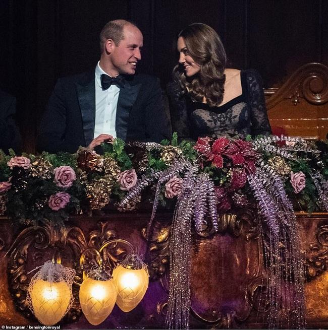 Mặc váy ren khoe tấm lưng trần đầy táo bạo, Công nương Kate khiến chồng chủ động yêu chiều và làm cộng đồng mạng điêu đứng - Ảnh 5.