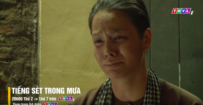 """""""Tiếng sét trong mưa"""" tập cuối: Khải Duy ôm Thị Bình trong tù, khóc nức nở cầu xin cai ngục trước lúc tử hình - Ảnh 1."""