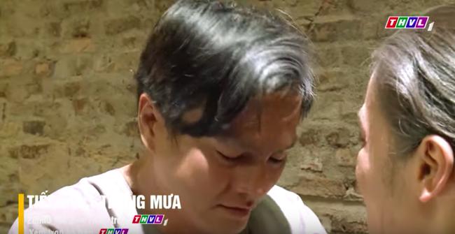 """""""Tiếng sét trong mưa"""" tập cuối: Khải Duy ôm Thị Bình trong tù, khóc nức nở cầu xin cai ngục trước lúc tử hình - Ảnh 5."""