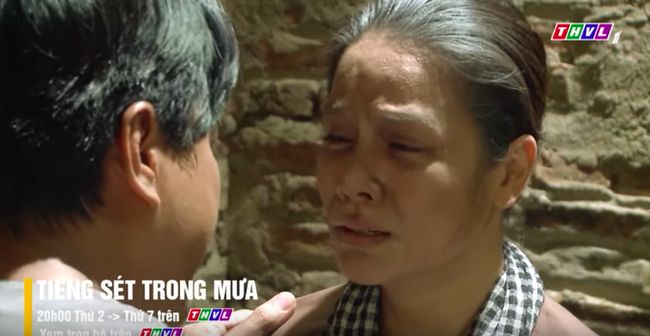 """""""Tiếng sét trong mưa"""" tập cuối: Khải Duy ôm Thị Bình trong tù, khóc nức nở cầu xin cai ngục trước lúc tử hình - Ảnh 7."""