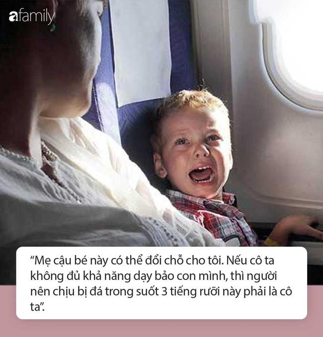 Con trai liên tục đá vào hàng ghế phía trước nhưng mẹ lờ đi không nhắc, người phụ nữ nói một câu khiến bà muối mặt ngay lập tức - Ảnh 4.