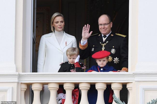 Nhân vật nổi bật nhất hoàng gia Monaco, làm lu mờ nàng dâu gốc Việt trong sự kiện khi diện nguyên cây trắng sành điệu và khí chất khó ai bì kịp - Ảnh 6.