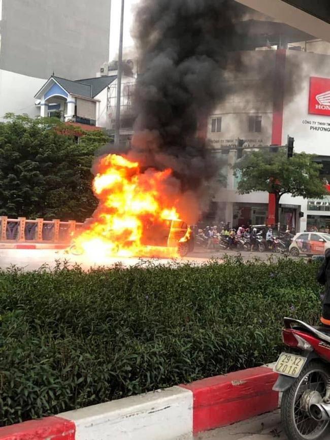Danh tính nữ tài xế gây tai nạn nghiêm trọng trên đường Lê Văn Lương khiến 1 người tử vong - Ảnh 1.