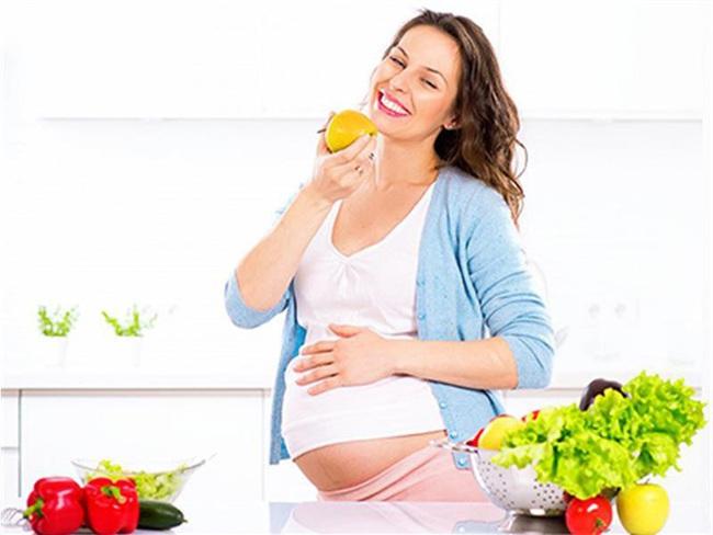 10 loại rau củ cực tốt cho bà bầu để con khỏe từ trong bụng mẹ - Ảnh 1.