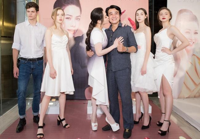 """Sau """"Tiếng sét trong mưa"""", Thị Bình - Nhật Kim Anh thân thiết hôn má Cậu Ba Khải Duy - Cao Minh Đạt  - Ảnh 8."""