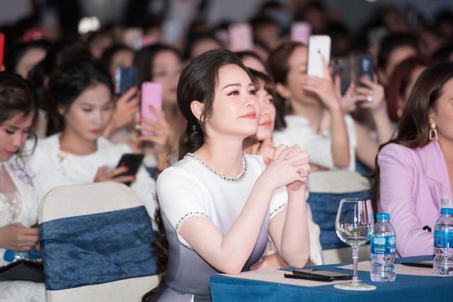 """Sau """"Tiếng sét trong mưa"""", Thị Bình - Nhật Kim Anh thân thiết hôn má Cậu Ba Khải Duy - Cao Minh Đạt  - Ảnh 4."""