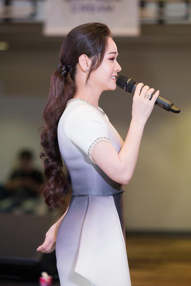 """Sau """"Tiếng sét trong mưa"""", Thị Bình - Nhật Kim Anh thân thiết hôn má Cậu Ba Khải Duy - Cao Minh Đạt  - Ảnh 2."""