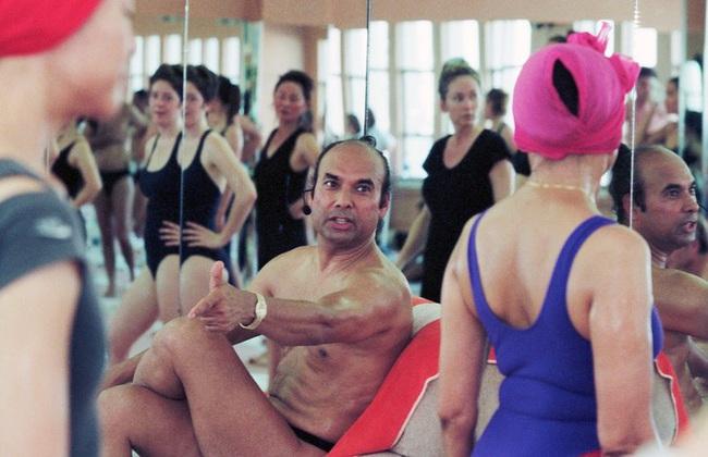 Đời tư bê bối của bậc thầy yoga nóng được sùng bái khắp nơi trên thế giới và những lần quấy rối tình dục công khai bất chấp - Ảnh 4.