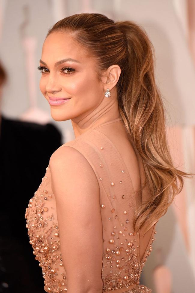 """Đến 50 tuổi, bạn muốn da căng bóng không nếp nhăn như Jennifer Lopez thì hãy ghim ngay 5 tips skincare của """"nữ hoàng sexy"""" - Ảnh 2."""