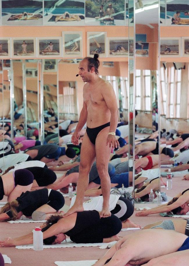 Đời tư bê bối của bậc thầy yoga nóng được sùng bái khắp nơi trên thế giới và những lần quấy rối tình dục công khai bất chấp - Ảnh 5.