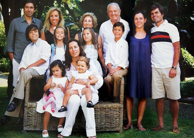 Tỷ phú duy nhất ở Bồ Đào Nha và cuộc hôn nhân đặc biệt: 34 tuổi mới đồng ý lập gia đình, chồng giàu nhất nước nhưng luôn mang ơn và sợ duy nhất mỗi vợ - Ảnh 3.